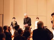 終演後、舞台で三木氏を囲んで●